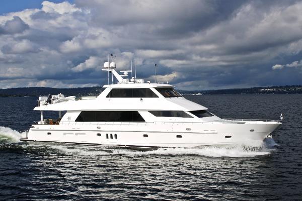 "Hargrave Custom Yachts ""Sky Lounge 101"""