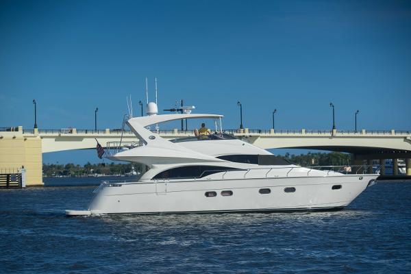 Marquis flybridge LIVING LARGE II