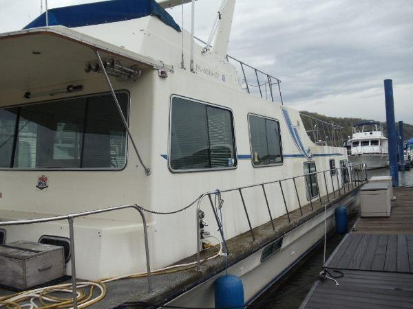 Harbor Master 52 House Boat