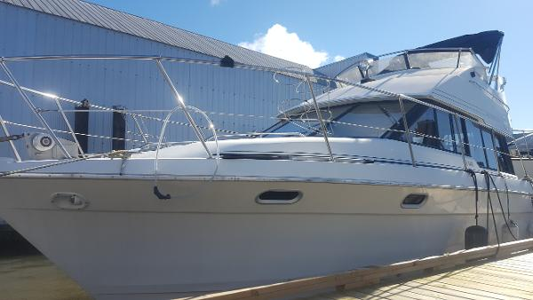 Bayliner 3688 Mid Cabin Motoryacht