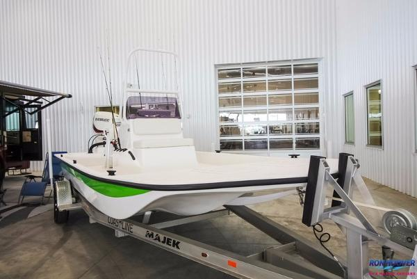 Majek Boats 20 ULTRA CAT