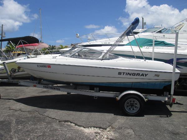 Stingray 180 RX BOWRIDER