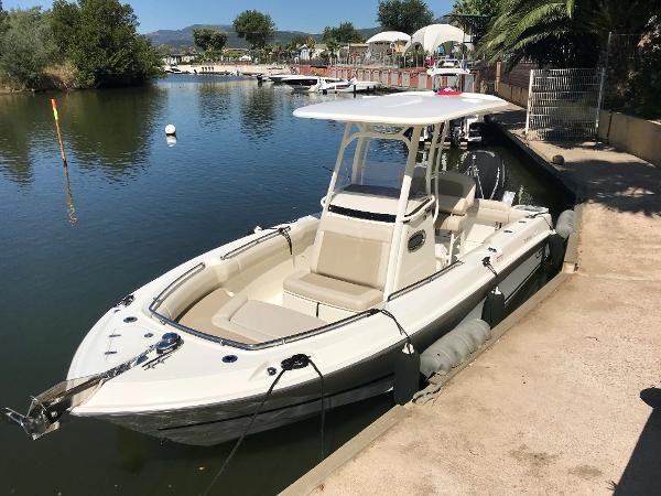 Boston Whaler 230 Outrage Boston Whaler 230 Outrage
