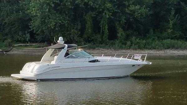 Sea Ray 410 Express Cruiser Profile