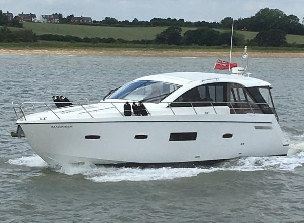 Sealine SC42 Under Power