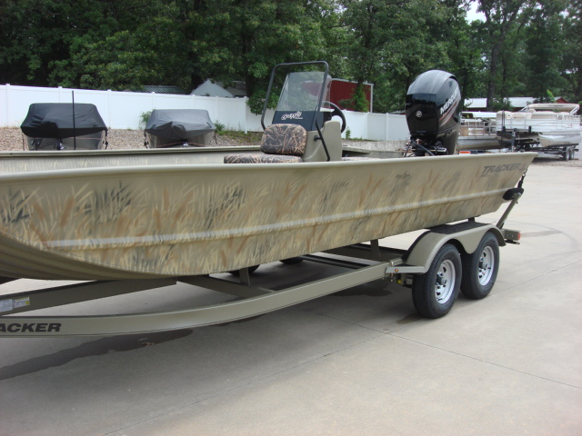 TRACKER BOATS All-Welded Jon Boat Grizzley 2072 CC