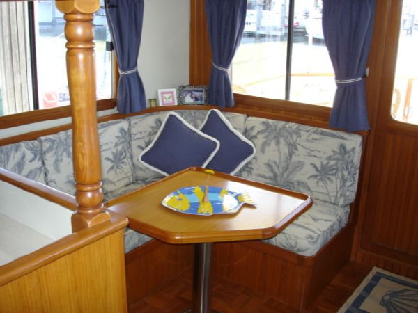 L- Settee with Dining Table