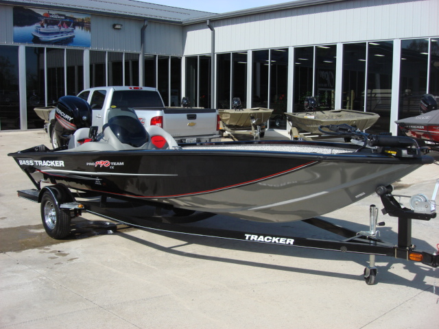 TRACKER BOATS Bass & Panfish Mod V Pro Team 190 TX