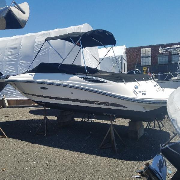 Sea Ray SLX 210