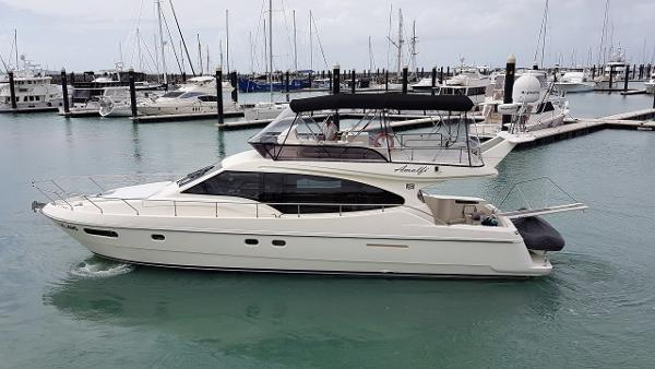 Ferretti Yachts 470 Flybridge Cruiser