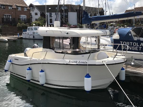 Quicksilver Captur Pilothouse 605 Quicksilver Captur Pilothouse 605