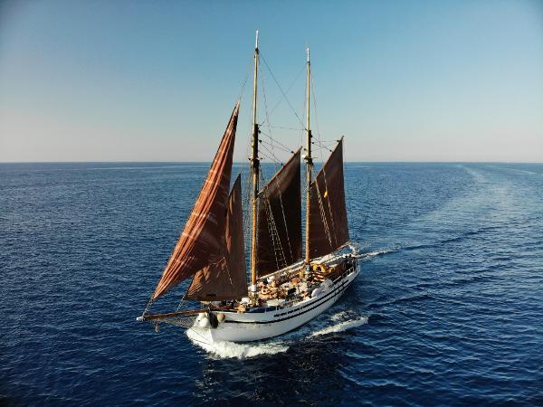 Classic schooner 1