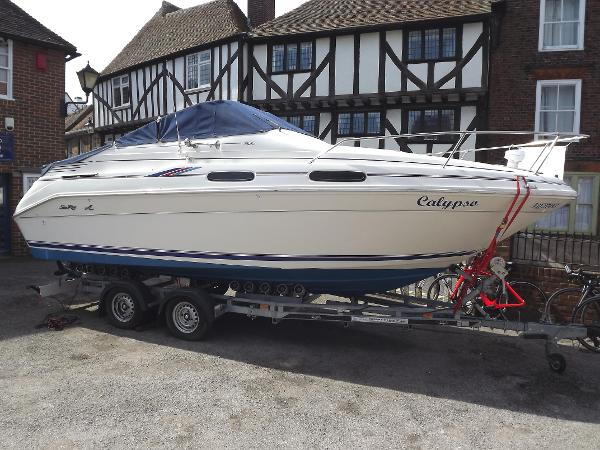 Sea Ray 230 Sundancer (available)
