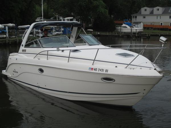 Rinker 300 Express Cruiser Starboard Bow