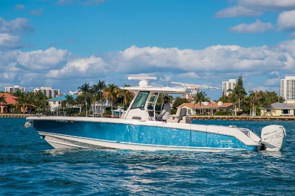 Boston Whaler 33 OUTRAGE Profile