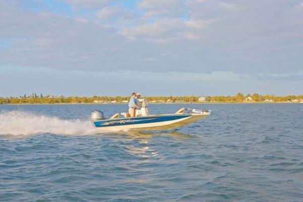 Xpress Boats Hyper-Lift® Bay H22B