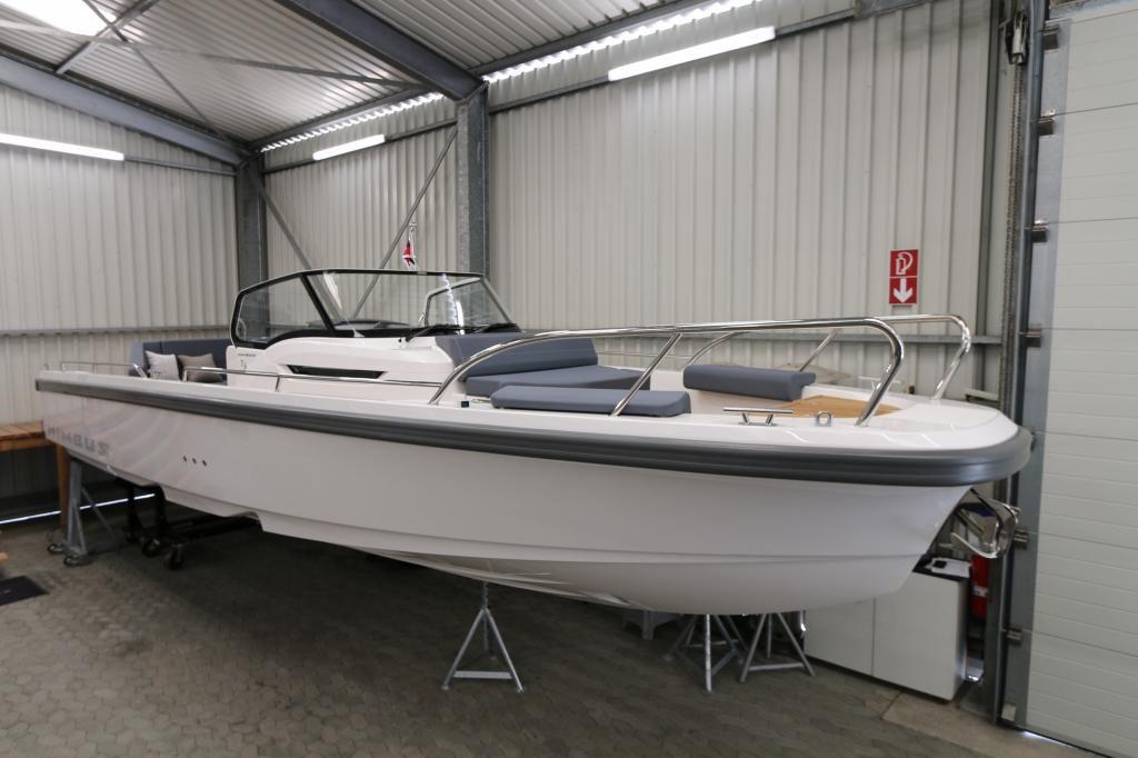 Nimbus T9  Ausstellungsboot