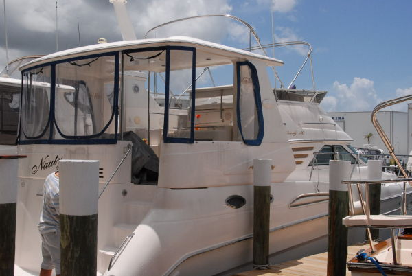 Sea Ray Aft Cabin Motor Yacht Photo 18