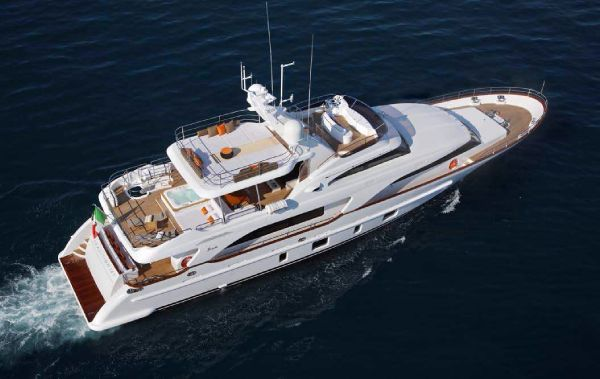 Benetti Tradition 105 Profile