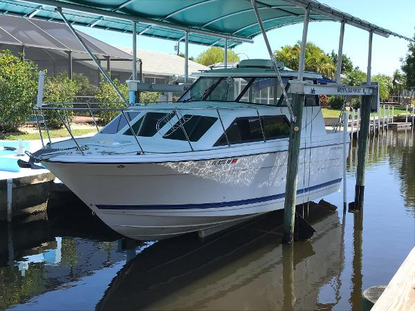 Bayliner 289 Classic Port Hull Side