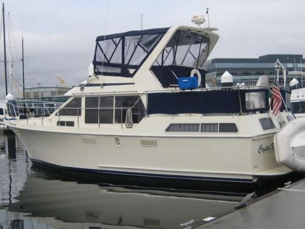 Tollycraft  Sundeck Tri-Cabin Crystal Blue