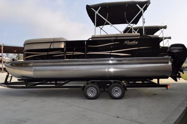 Bentley Pontoons 220 Cruise