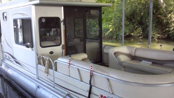 Sun Tracker Party Cruiser Pontoon