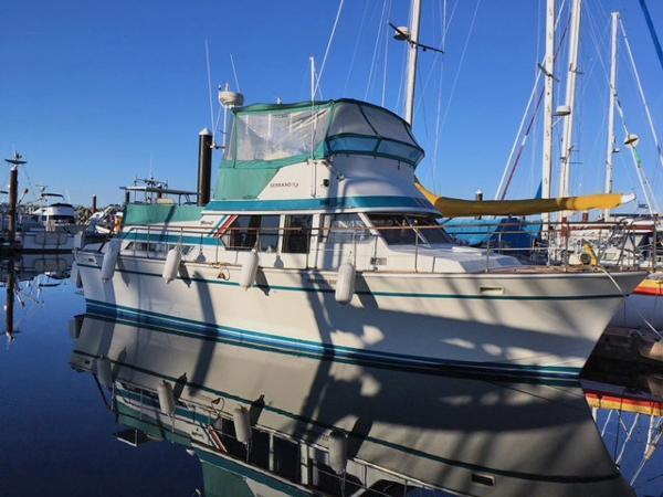Tollycraft Tri Cabin Cruiser Serrano 1