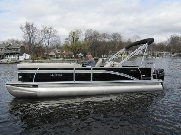 Harris Pontoons Cruiser 240