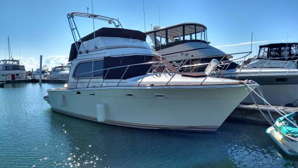 Egg Harbor Yachts 33 Convertible
