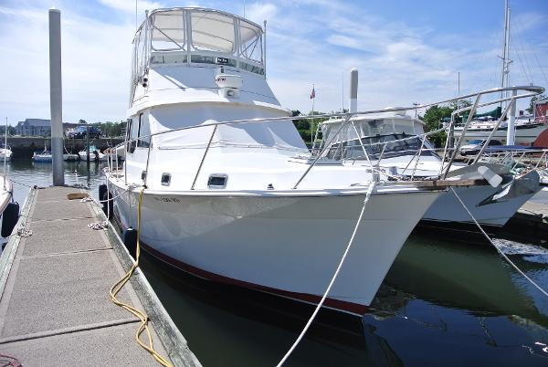 Cape Dory 36' Fly Bridge Sedan Cape Dory 36' Fly Bridge Sedan Down East