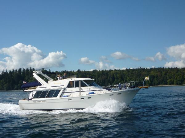Bayliner Pilothouse Motoryacht With Bow & Stern Thrusters