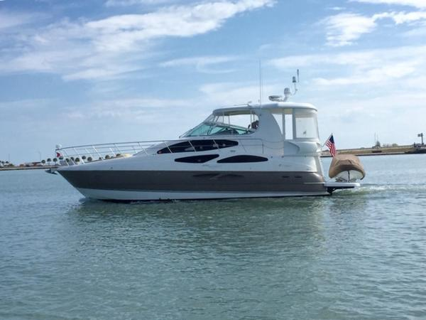 Cruisers Yachts 455 Express Motoryacht Cruisers Yachts 455 Express Motoryacht