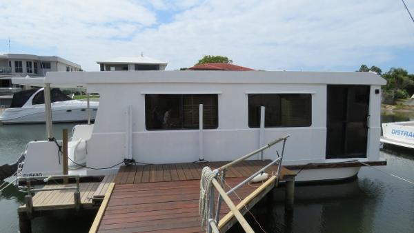 Custom Single Level Houseboat 34
