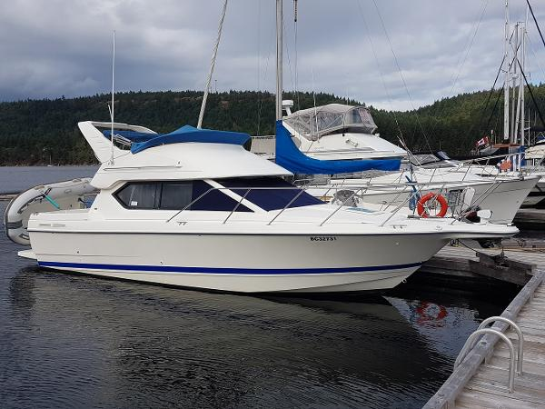 Bayliner 288 Classic At dock