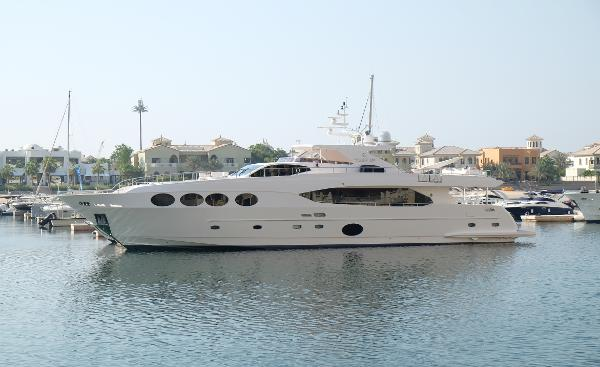 Gulf Craft Majesty 105 Motor Yacht