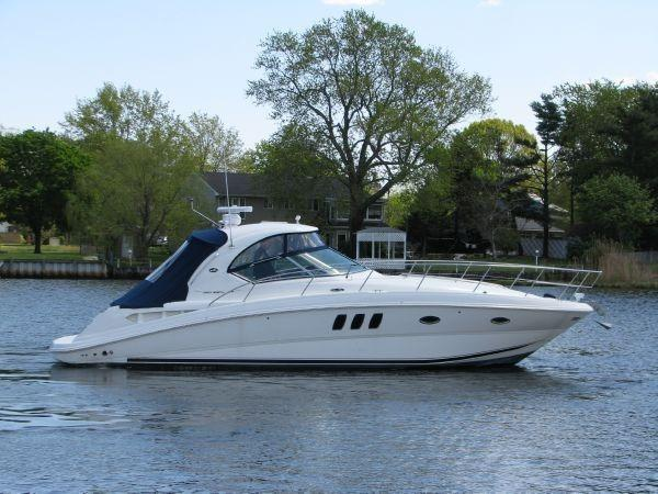 Sea Ray Sundancer 390 Diesels Pod Drives Starboard Profile