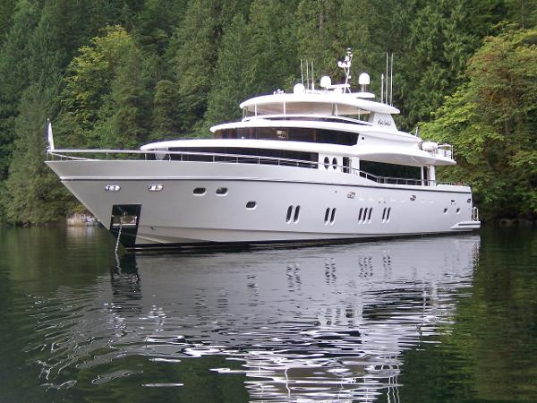 Johnson 105 Motor Yacht