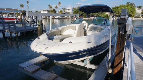 Sea Ray 240 Sundeck Sea Ray 240 Sundeck