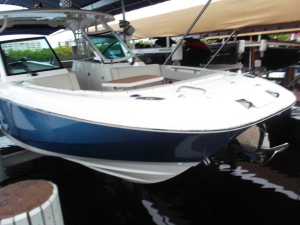 Boston Whaler Vantage 320 Dual Console