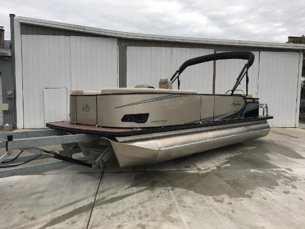 Avalon LSZ Entertainer - 24'