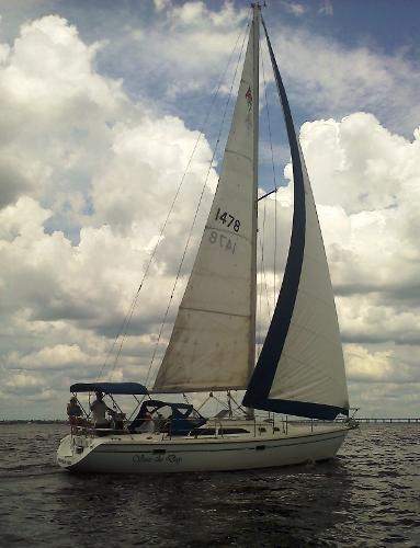 Catalina 36 Mk II Tall rig Out on the water...