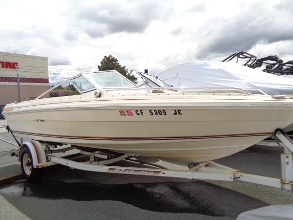 Sea Ray Seville 19 Ft Bow Rider