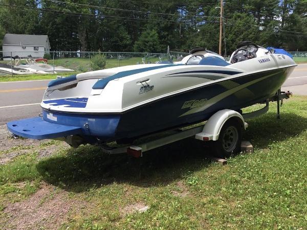 Yamaha Boats 210LX