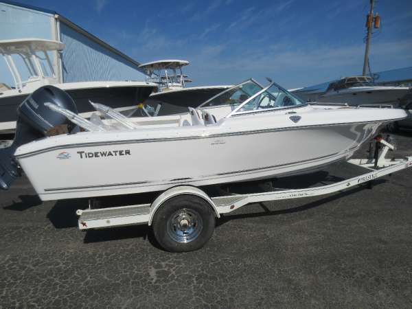 Tidewater Boats 196 Dual Console