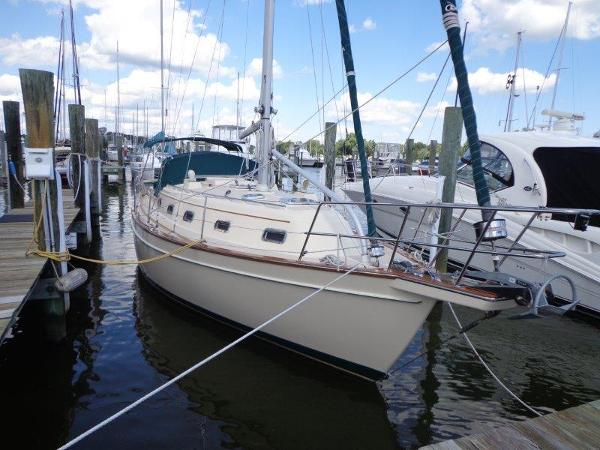 Island Packet 350 At the dock