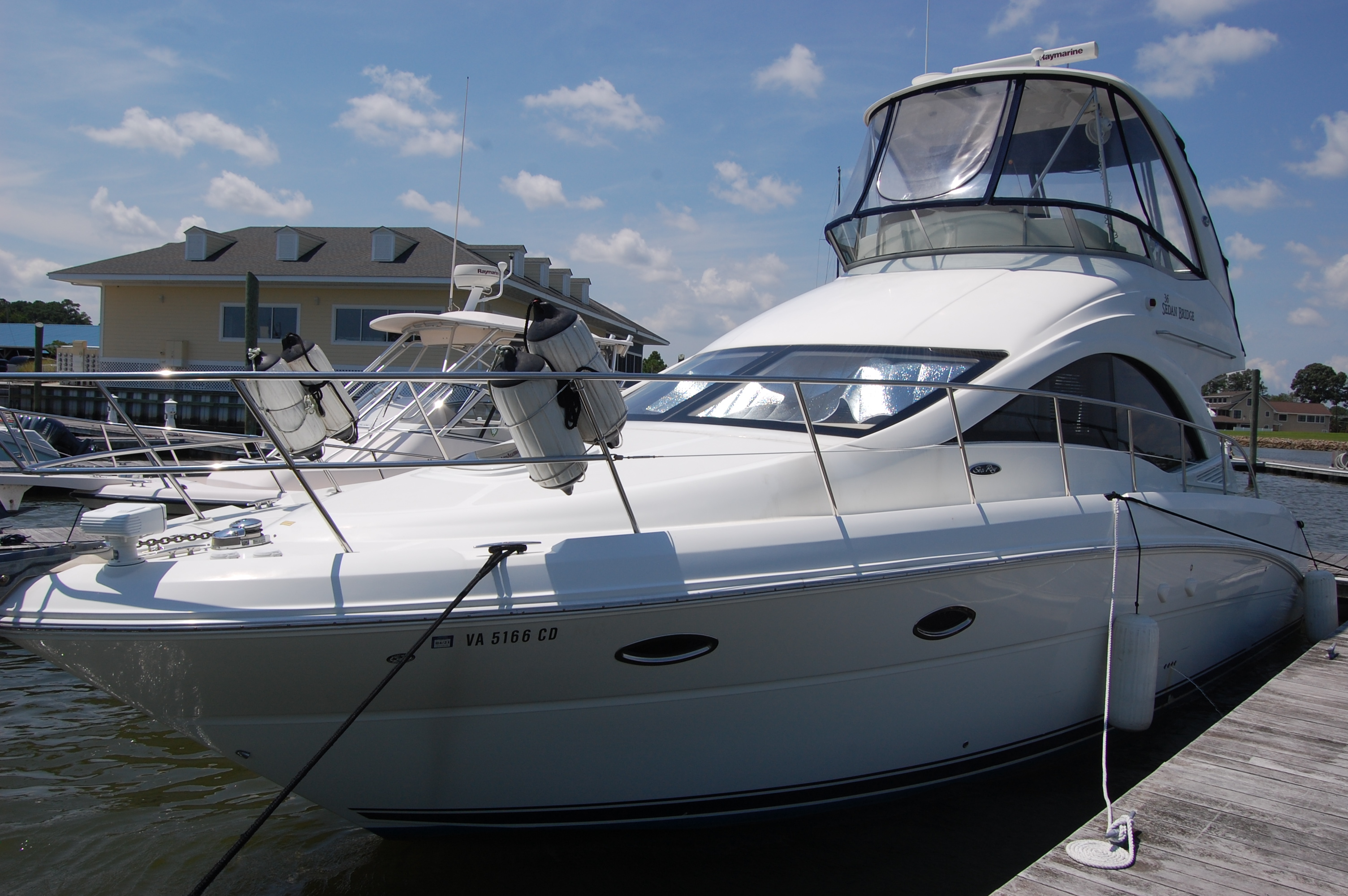 Sea Ray 36 Sedan Bridge 2007 Sea Ray 36 Sedan Bridge, port bow