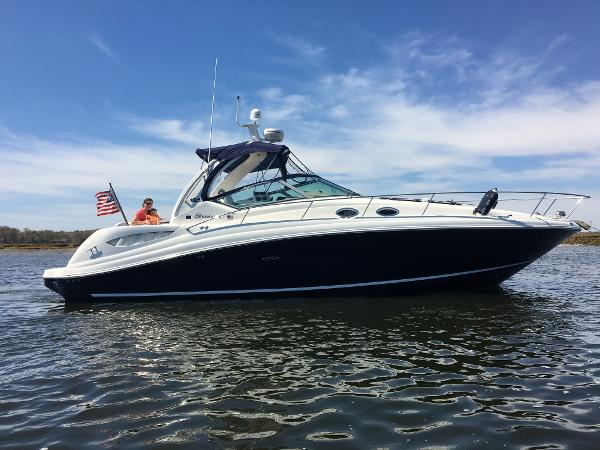 Sea Ray 340 Sundancer Starboard Profile