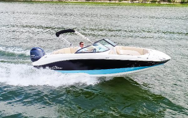 NauticStar 223DC Sport Deck