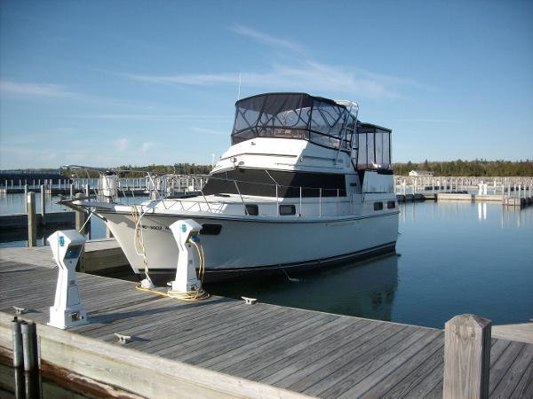 Carver 36 Aft Cabin Motoryacht Profile